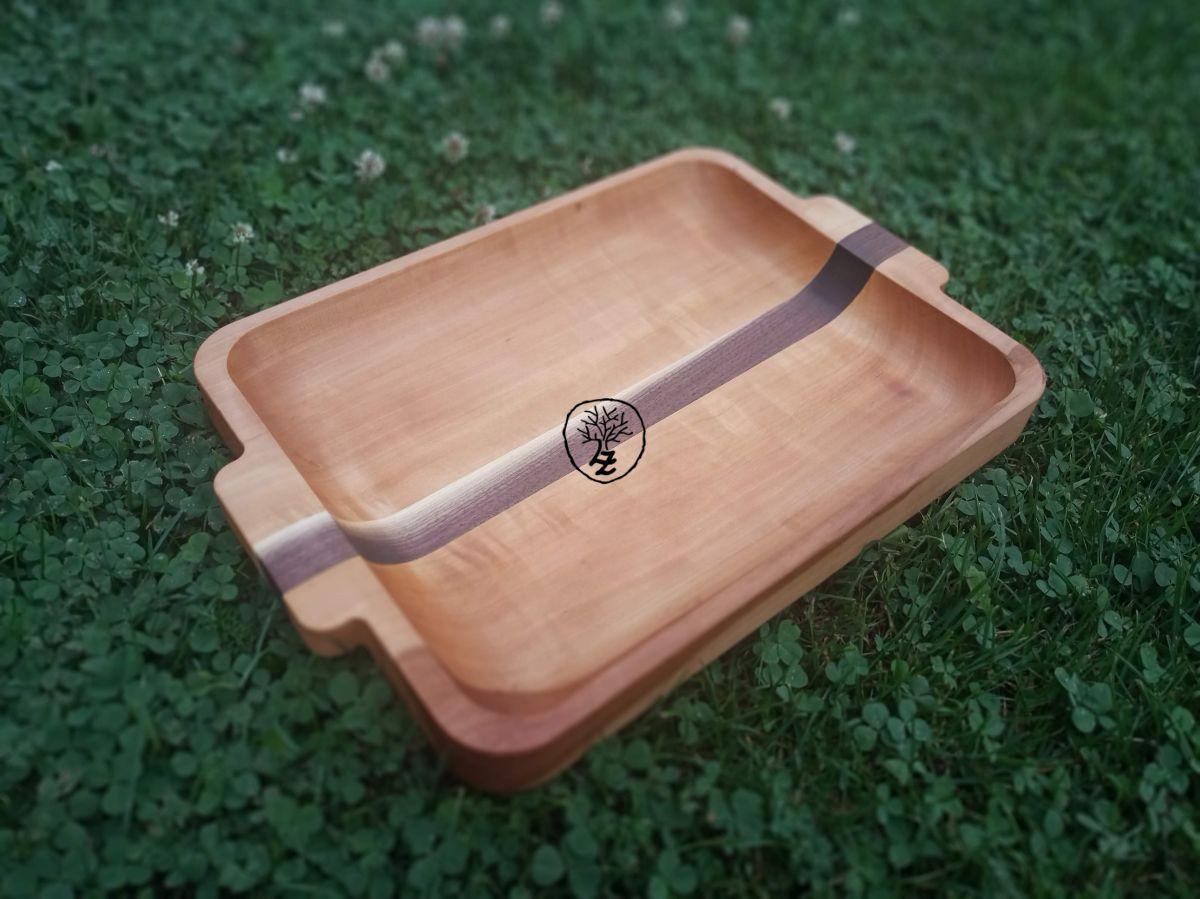 dřevěný kuchyňský servírovací tác-podnos